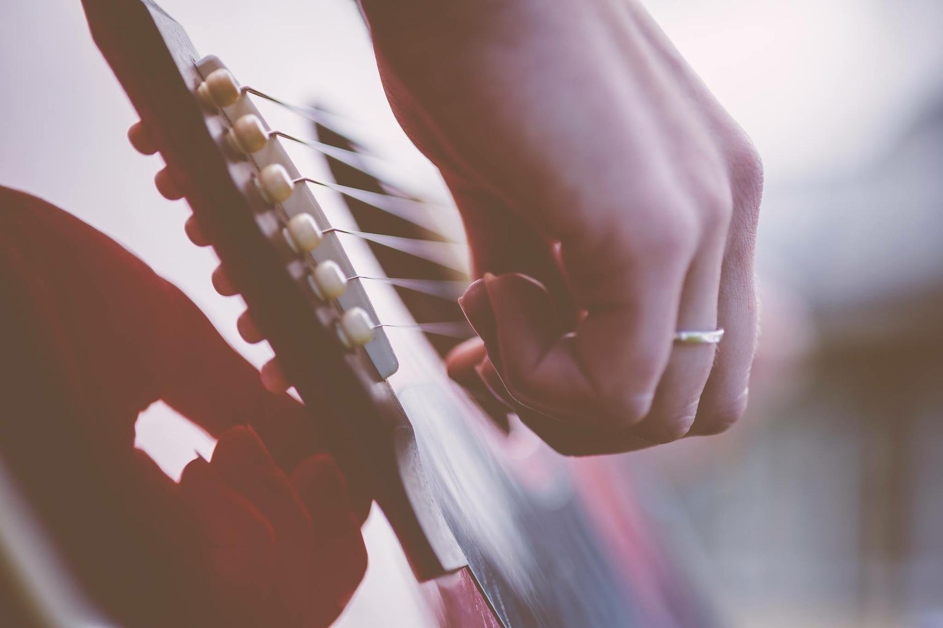 guitar-1354022_1920